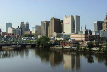 Chumbo na água afeta arranha-céu de luxo no centro de Newark