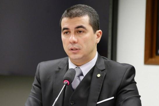 Justiça confisca passaportes de Deputado Luís Miranda