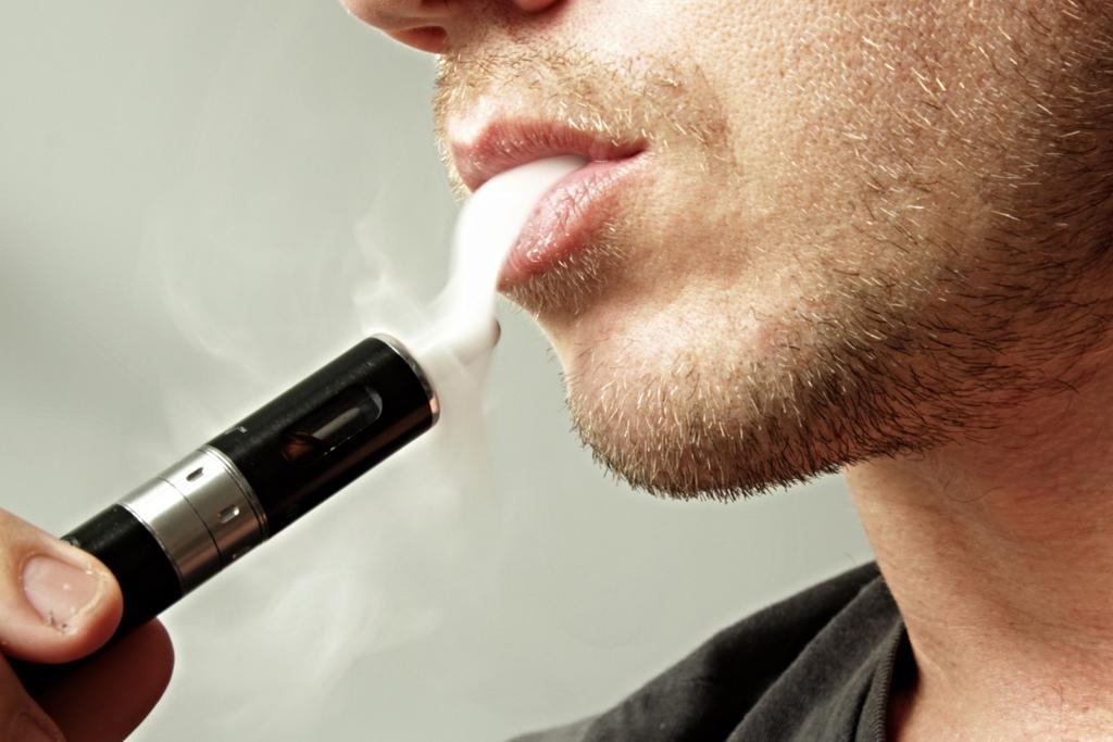 Foto2 Cigarros eletronicos  Juul não recolhe e cigarettes contaminados, diz ex vice presidente