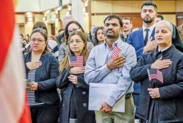 Imigrantes que votam são obstáculo aos planos de reeleição de Trump