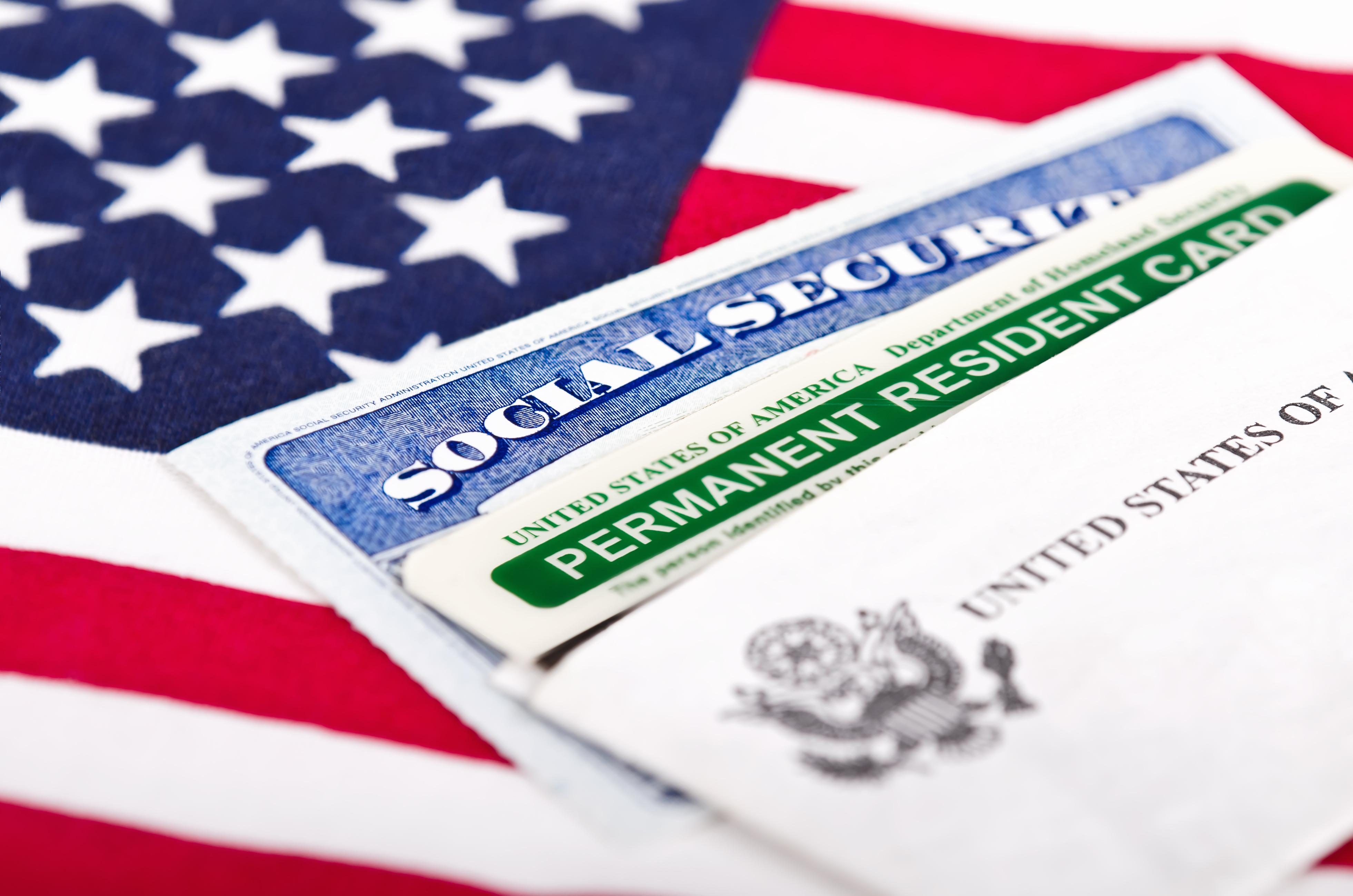 Foto24 Green Card e Seguro Social  Mudança nas regras impactará imigrantes legais que solicitam green cards