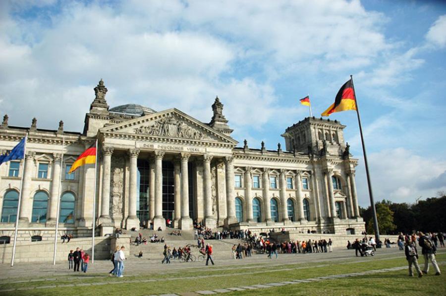 Foto29 Reichstag em Berlin Alemanha permitirá que brasileiros trabalhem no país com visto temporário