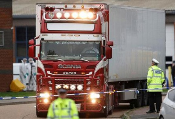 Polícia inglesa encontra 39 corpos de imigrantes dentro de caminhão