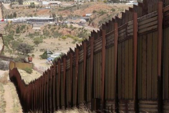 Coiotes serram partes do muro de US$ 10 bilhões de Trump
