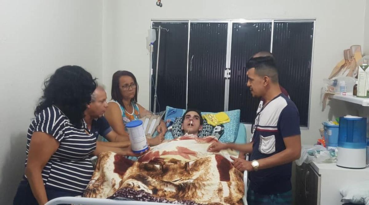 Foto1 Etiene Melo Marcos Cruz Lucia e Robherio Limma Pais pedem ajuda para brasileiro vitimado em ataque homofóbico