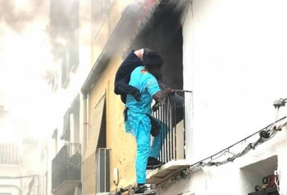 """Indocumentado salva """"cadeirante"""" de prédio em chamas na Espanha"""