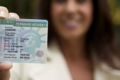 USCIS retira obstáculo para os beneficiados com o green card por casamento