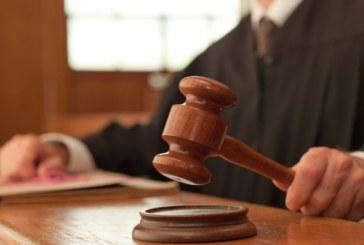 Juiz obriga americano que ofendeu imigrante a escrever redação