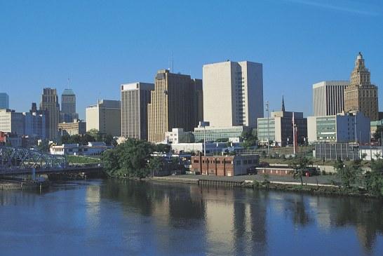 Newark processa Nova York por envio de famílias sem-teto a NJ