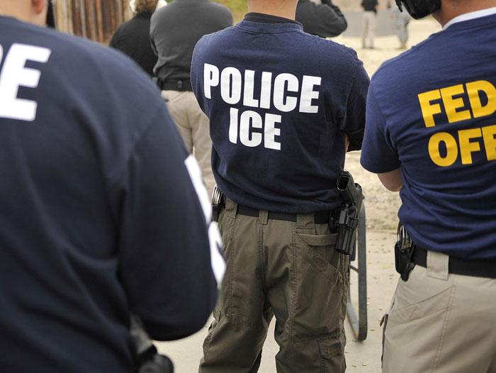 Foto16 Agentes ICE ICE prende indocumentado que fugiu de acidente de carro fatal
