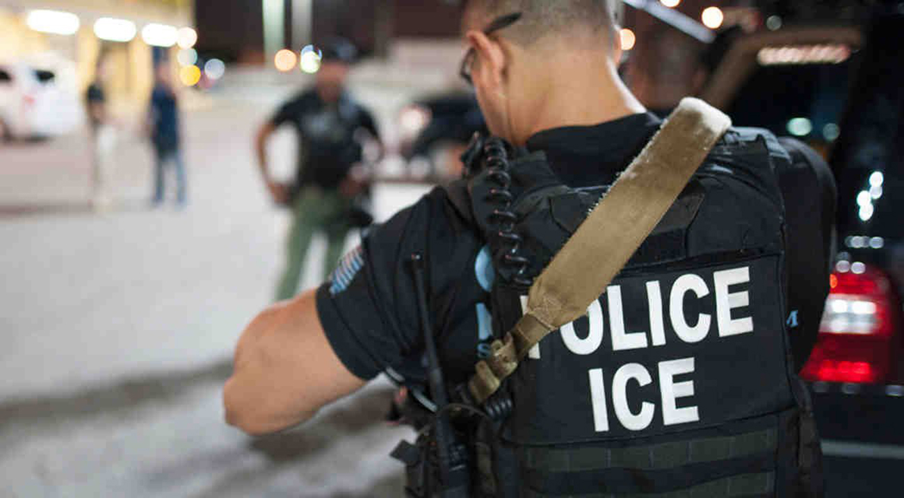 Foto8 Agentes do ICE Brasileira acusa policiais de Newark de denunciá la ao ICE