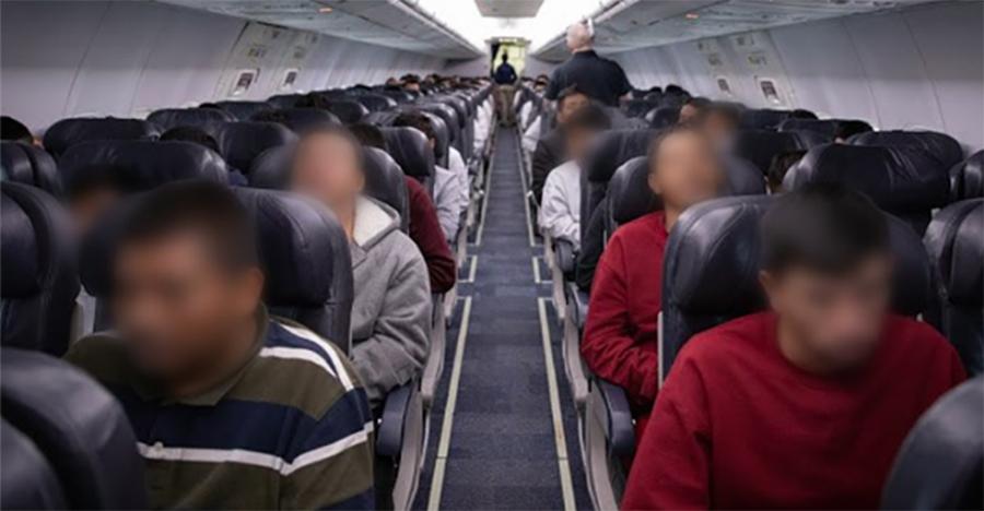 Foto9 Imigrantes deportados pelo ICE 2 Bolsonaro polemiza com fala sobre deportação de brasileiros