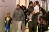 """Brasileiros deportados dos EUA são """"abandonados"""" em Confins"""