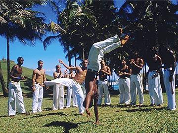 Mestre de capoeira recebe condecoração na Casa Branca