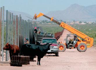 Construção de cerca na fronteira dos EUA chega à etapa final