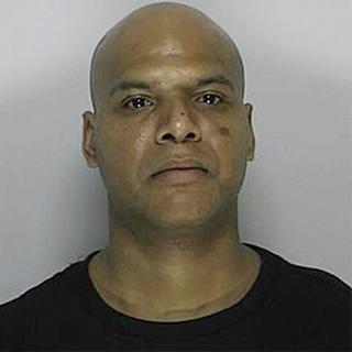 Casal é preso por porte de drogas no banheiro de loja em MA