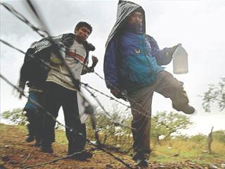 Amigo de mortos em chacina no Mexico relata saga na fronteira dos EUA